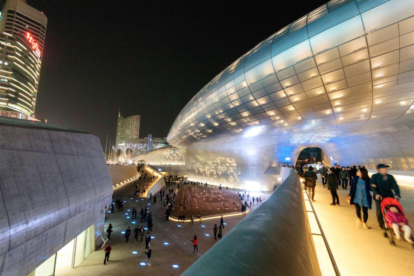 Dongdaemun-Design-Plaza-by-Zaha-Hadid09