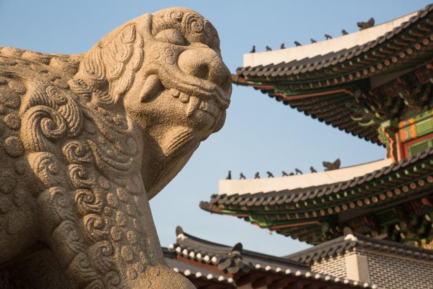 Seoul_gyeongbokgung_palace_mascot_Haechi