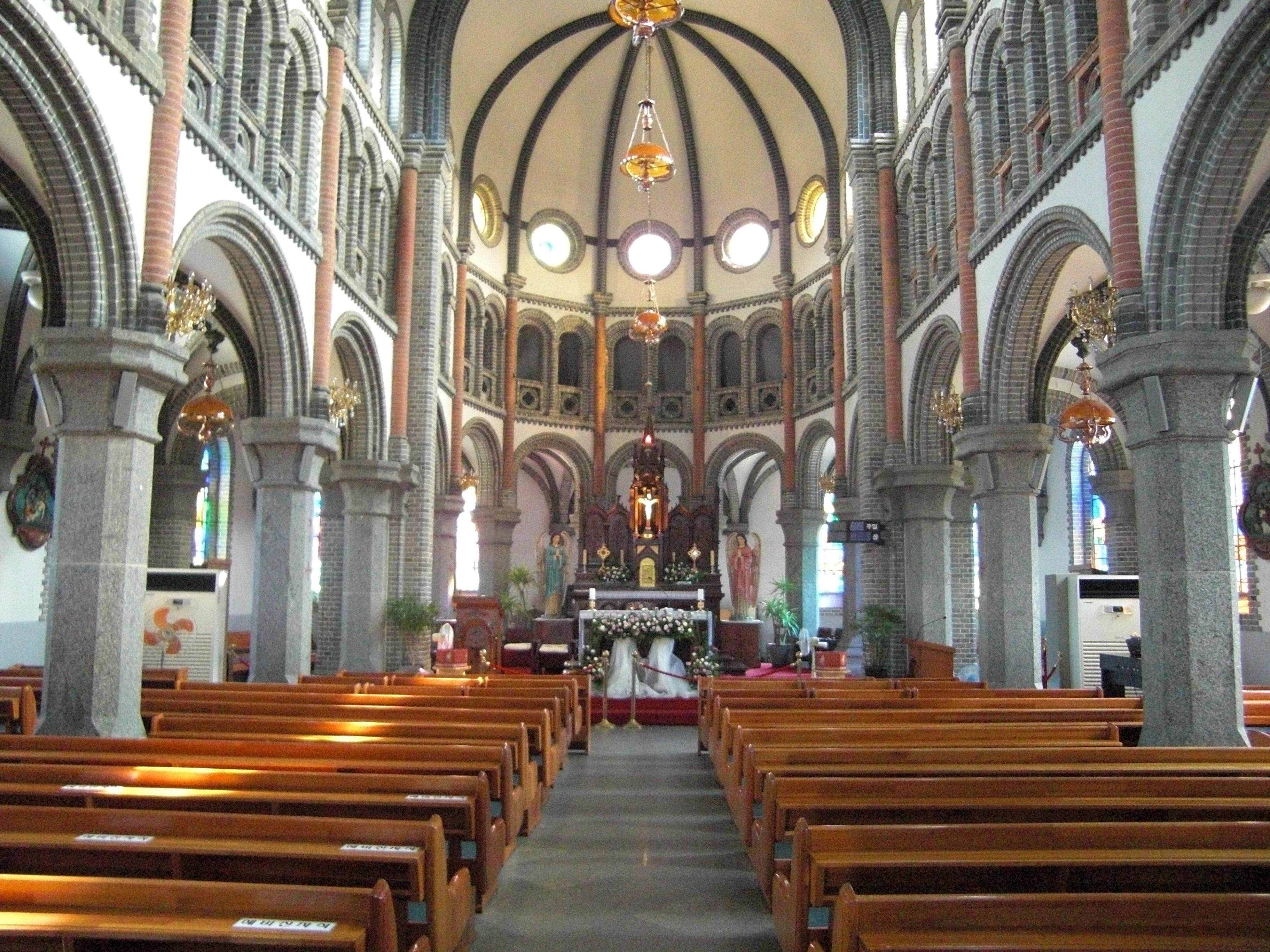 Myeongdong-Cathedral-2.jpg