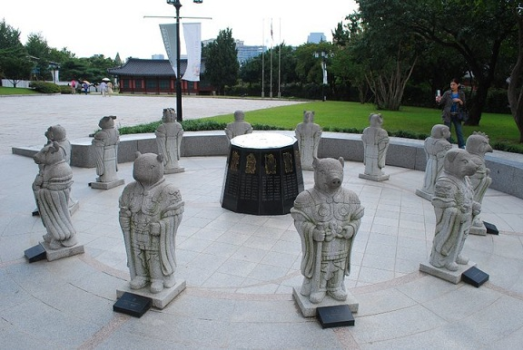 zodiac-statues